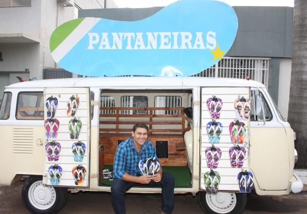 """Empresário cria coleção de chinelos batizado de """"Pantaneiras"""""""