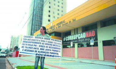 Em busca de justiça e proteção, mãe protesta em frente ao MPF
