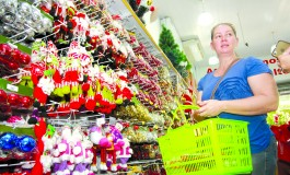 Mesmo com crise população não abre mão da árvore de Natal