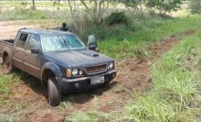 PRF recupera caminhonete furtada e prende 5 pessoas na perseguição