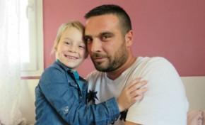 Pai ganha 350 dias de férias para cuidar de filha com câncer