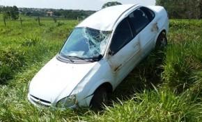 Condutor perde o controle e carro capota na MS- 276