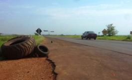 Índios fecham MS-156 contra PEC-215 em Dourados