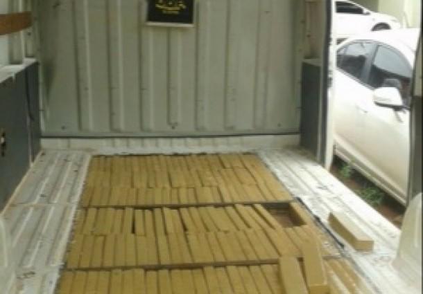 DOF apreende 253 kg de maconha em fundo falso de Van
