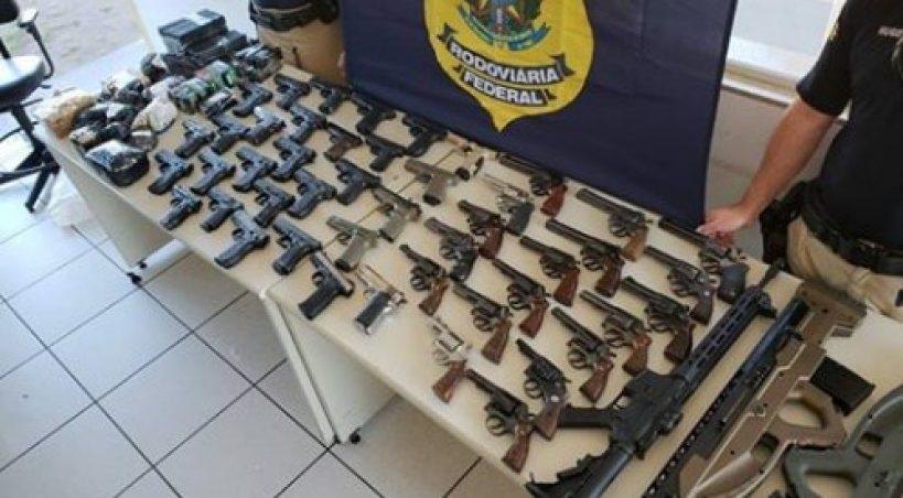 PRF apreende 50 armas de fogo e mais de mil munições em MS