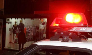 Polícia prende jovem de 20 anos com arma de uso restrito