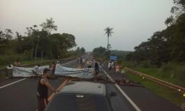 Índios bloqueiam BR-163 em Rio Brilhante