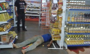 Homem é morto a tiros durante compras em supermercado