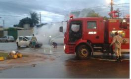 Bombeiros são acionados para apagar chamas em veículo