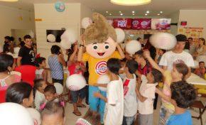 Crianças da AVIVAD são presenteadas com sorvetes do Chiquinho