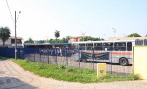 Confusão em terminal de ônibus acaba com dois esfaqueados na Capital