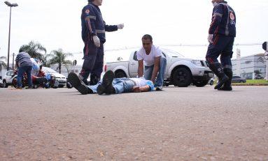 Três ficam feridos em colisão entre motos na Rotatória da Joaquim Murtinho