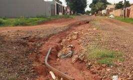 "Moradores do Rita Vieira reclamam de buraco ""abandonado"" pela prefeitura"