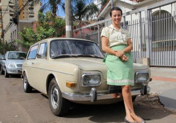 Manicure vintage faz campanha nas redes sociais para pagar conserto de carro
