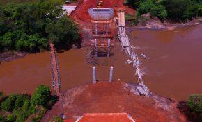 """""""Jogaram dinheiro pelo rio"""", diz governador sobre 'ponte dominó'; nova obra será concluída em abril"""