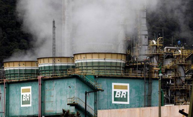 """Petroleiros anunciam greve de 72 horas; Justiça qualifica paralisação como """"abusiva"""""""