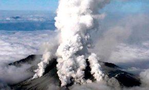 Após 36 anos, vulcão Aso entra em erupção no Japão