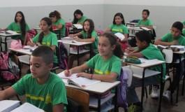 Governo finaliza compra de 660 mil camisetas e garante uniformes escolares para o início do ano