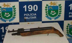 Força Tática prende dois por violência doméstica, desobediência e porte de arma