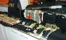 Militares da Marinha são flagrados pela PRF levando para o RJ armas e munições compradas no Paraguai