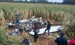 Avião é encontrado incendiado em milharal