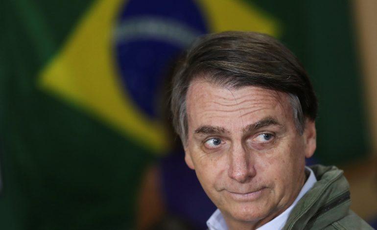 Pelo Twitter, Bolsonaro anuncia segunda queda no preço da gasolina nas refinarias