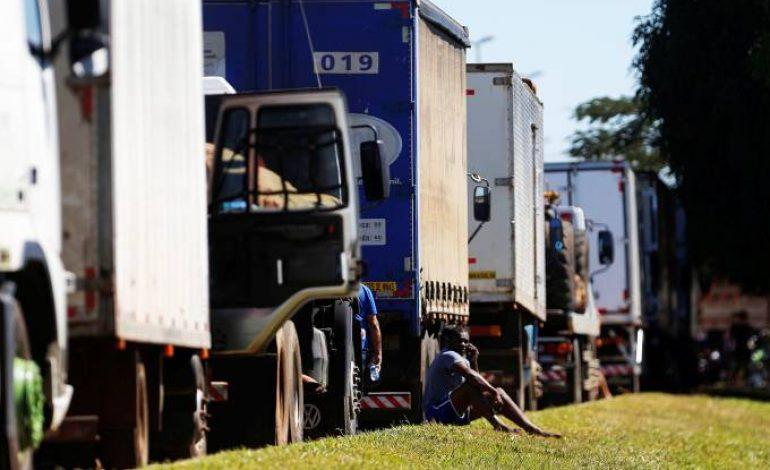 Sem acordo, caminhoneiros decidem manter greve nesta quinta-feira