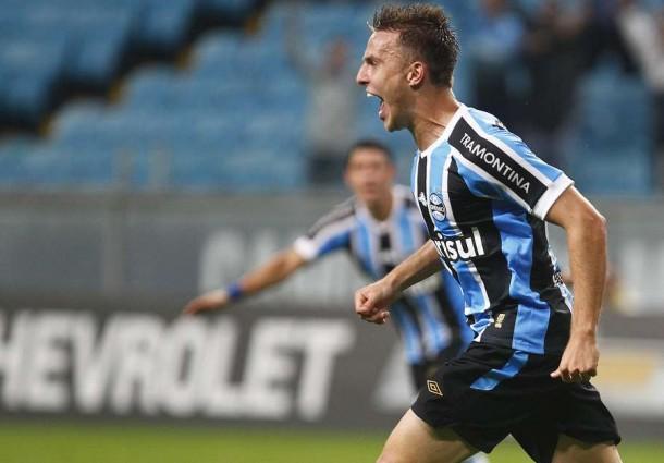 Grêmio bate Santos e mantém segura a terceira colocação