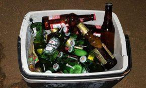 PM recupera caixa térmica lotada de cervejas furtadas de conveniência
