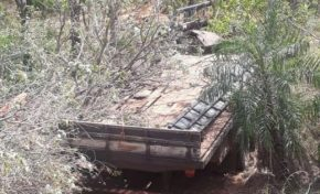 Em Bonito, caminhão cai de serra e motorista morre