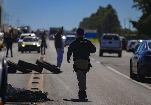 """Mesmo com """"ameaça"""" do Governo Federal, caminhoneiros mantém greve em MS"""