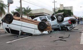 Motorista embriagado na contramão causa acidente com duas mortes