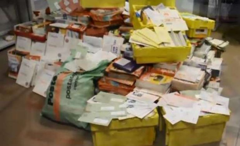 Carteiro italiano preso por esconder mais de 500 kg de cartas