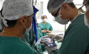 Aparelho celular é usado em cirurgia na Santa Casa