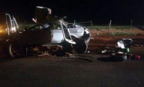 Acidente entre dois carros mata três adultos e duas crianças em rodovia