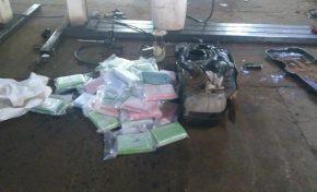 Homem é preso com 40 kg de cocaína em tanque de caminhonete