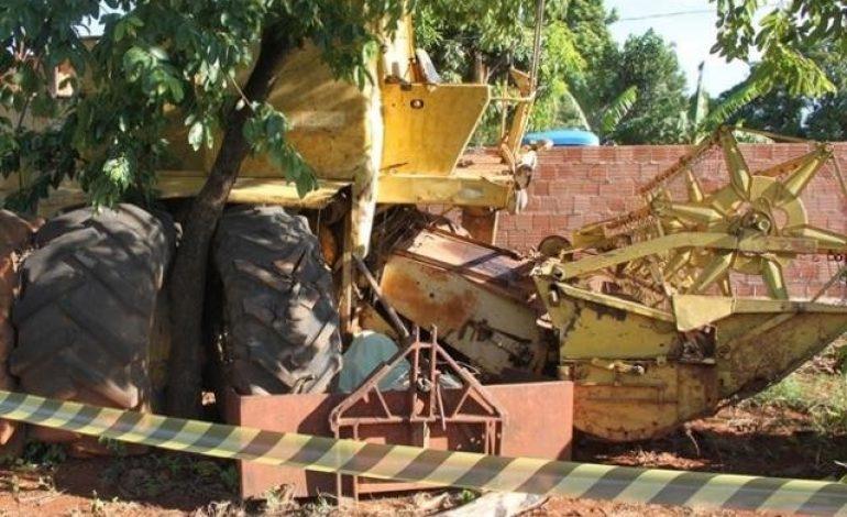 Operador morre prensado enquanto trocava pneu de colheitadeira