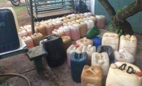 Dupla é detida por armazenar e comercializar combustível de forma ilegal