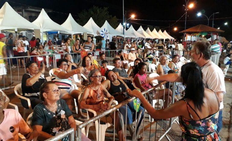 Prefeito de Ladário manda servir comida do camarote aos idosos no Carnaval