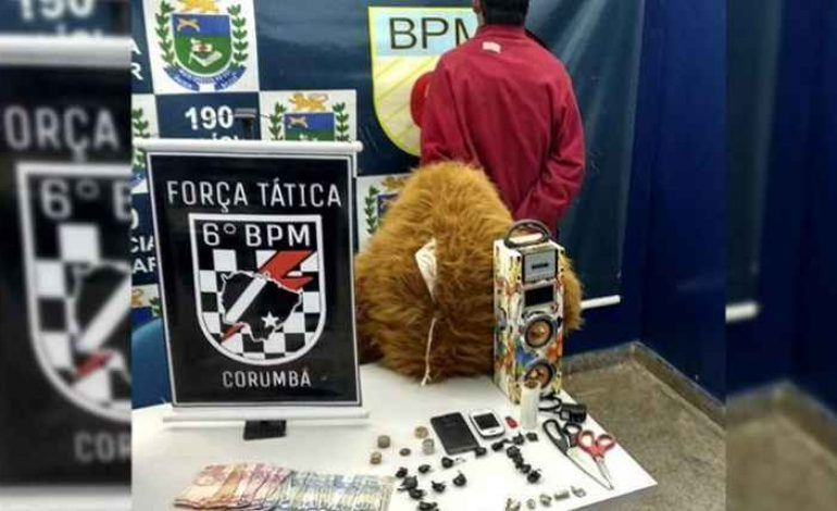 Traficante tenta enganar PM escondendo drogas em urso de pelúcia