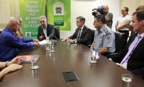 Governador assina decreto do concurso da PM e Corpo de Bombeiros