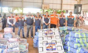 Famílias ribeirinhas de Aquidauana recebem kits da Defesa Civil de MS
