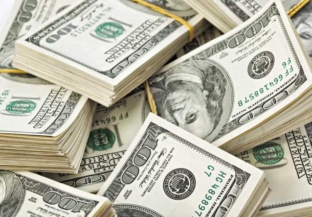 Dólar devolve ganhos no fim do dia e cai 0,43%