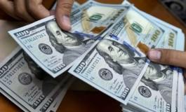 Dólar cai a R$ 3,74 à espera de definições em Brasília