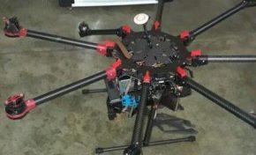 PM derruba a tiros drone com sacola próximo a presídio