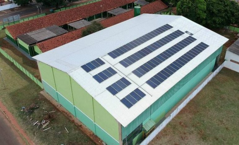 Governador inaugura sistema de energia solar em escola estadual