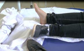Escorpião se esconde dentro de sapato e pica menina de 11 anos