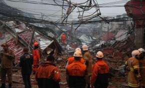 Prédio desaba após explosão e deixa vários feridos no Rio