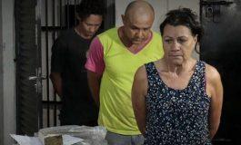 Em família: mãe e filho são presos com droga, arma e carros de luxo