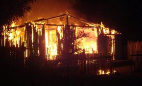 Homem ateia fogo na casa para tentar matar 'satanás'